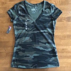 Tops - Camo V Neck Short Sleeve Tee Shirt. Size M.